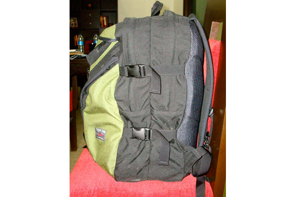 TOM BIHN Brain Bag with three laptops and a DSLR
