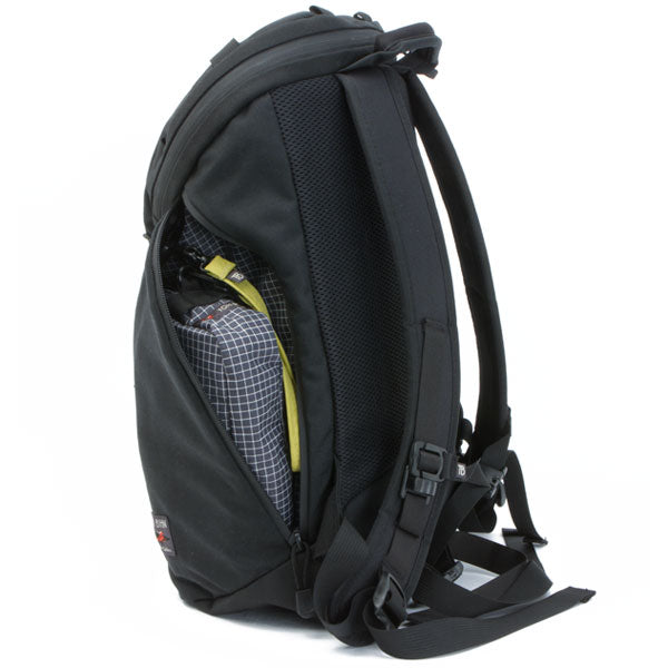 TOM BIHN Smart Alec backpack with the Side Effect