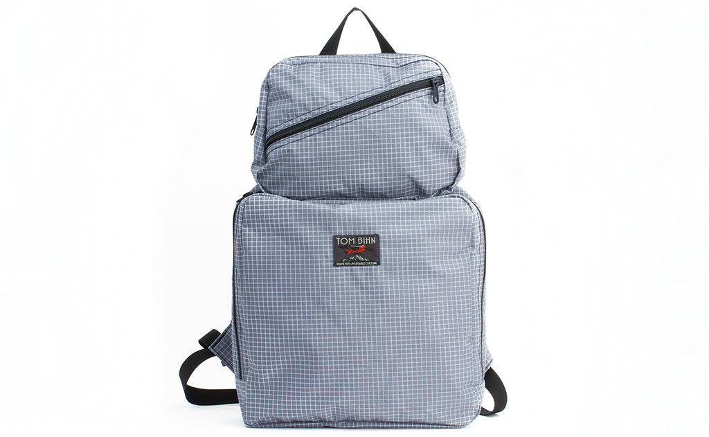 An Aeronaut 30 Packing Cube Backpack in Northwest Sky (light-grey) Halcyon.