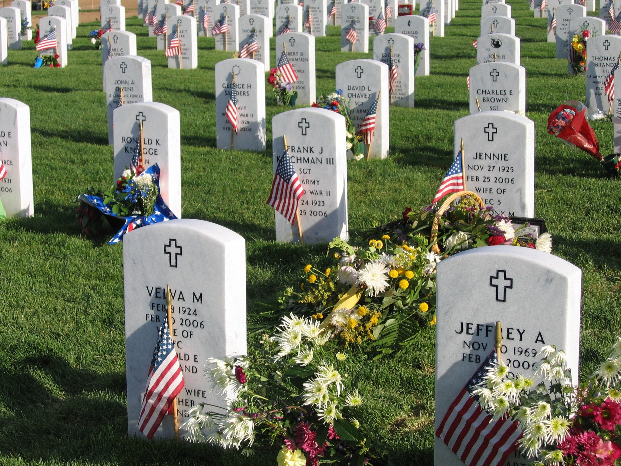 Veteran Honors Fallen by Placing Flags on their Graves for 35 Years!