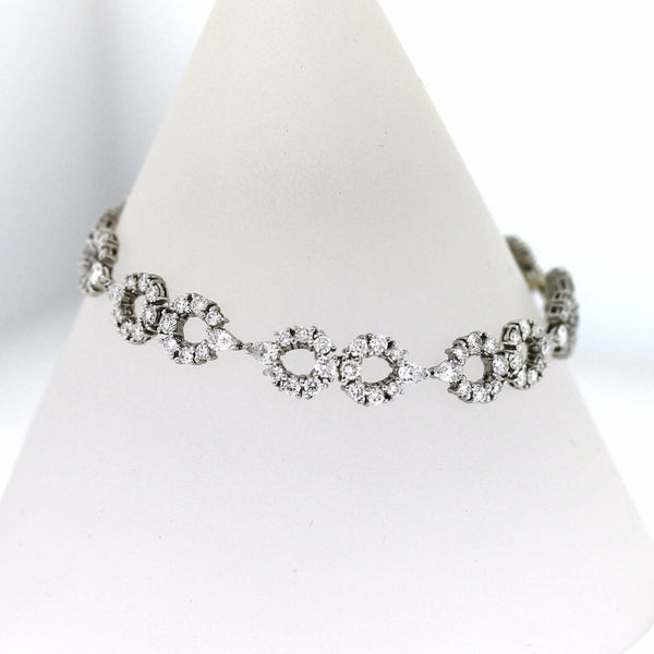 113 Round Brilliant = 4.51 16 Pear Shape = 1.92 15.3gr 18K White Gold Bracelet BR2010