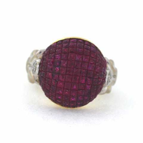 Estate 6 Round Brilliant Diamonds = .12 cwt., 124 Ruby = 9.00 cwt., 11.6gr 2 Tone 18K Gold Ring LR0712