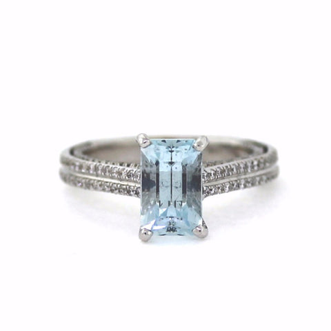 162 Round Brilliant = .53w 1 European Cut Aquamarine = 2.08cts 4.5gr 18K White Gold Lady's Ring LR0749