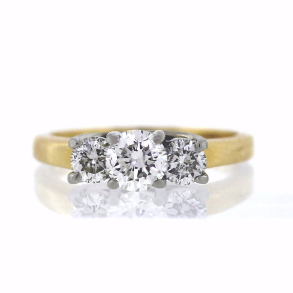 Estate 1 Round Brilliant = .50 2 Round Brilliant = .40 3.7gr 14K Yellow Gold Lady's Ring LR0950
