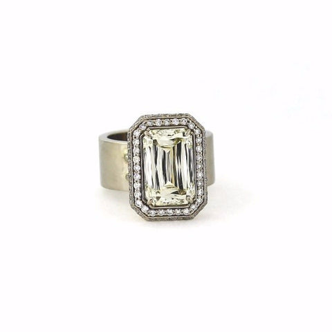 Estate  7.05ct White Diamond Emerald Cut Vs1 &  0.85ctw White Diamond Round 100 Stones 14K White Gold 14.80gr Ring Crisscut