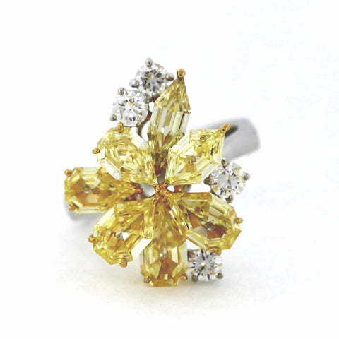 7 Fancy Yellow = 3.84ct Fancy Yellow Light VS14 Round Brilliant = .64 8.43gr Two Tone 18K Gold Lady's Ring LR2891