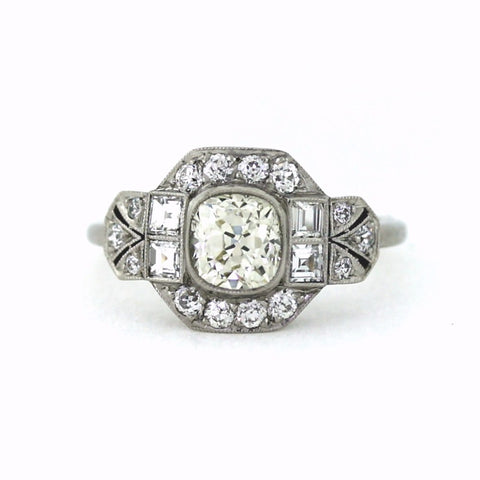 1 Cushion Cut Diamond = 1.08ct 4 Asscher Cut Diamonds = 0.35ct 14 Accent Euros 4.07gr, Platinum Ring LR3472