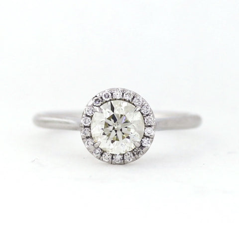 1 Brilliant Diamonds =1.01ct 18 Brilliant Diamonds = 0.10ct 3.6gr 18K White Gold Ring LR3907