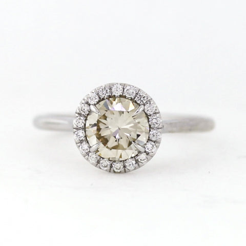 1 Brilliant Diamonds =1.19ct 18 Brilliant Diamonds =0.13ctw 3.6gr 18K White Gold Ring LR3908