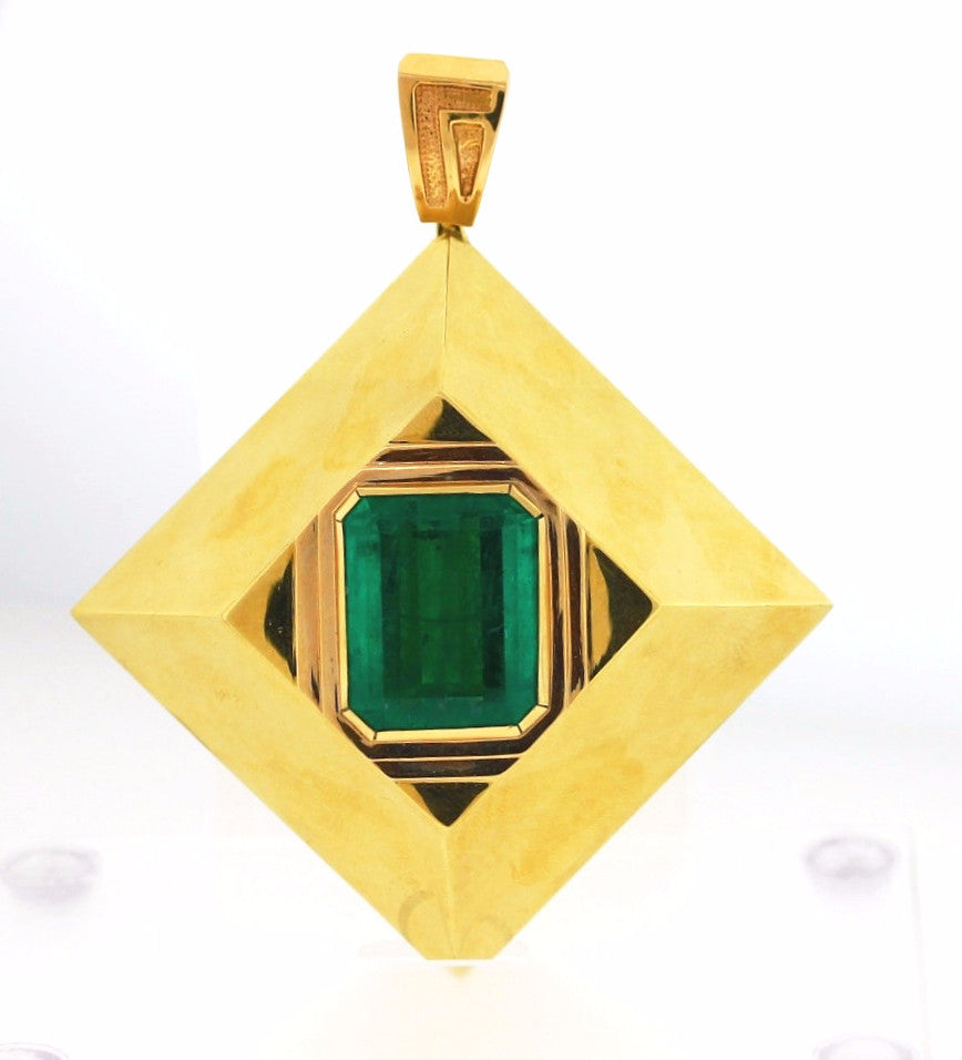 Estate 50ct Emerald Cut Emerald Pyramid 148.2gr 21x25.5x12.2 weight approximated 18K Yellow Gold Necklace NKX0017