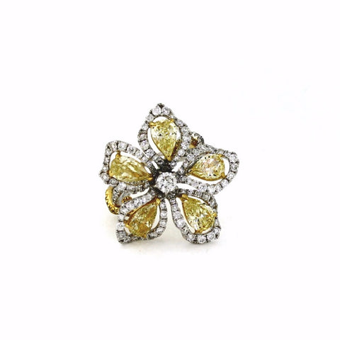 Round Brilliant = 0.25 Pear Shape = 3.64 Round Brilliant = 1.85 Fancy Yellow = .22 9.23gr Two Tone 18K Gold Lady's Ring LR0683