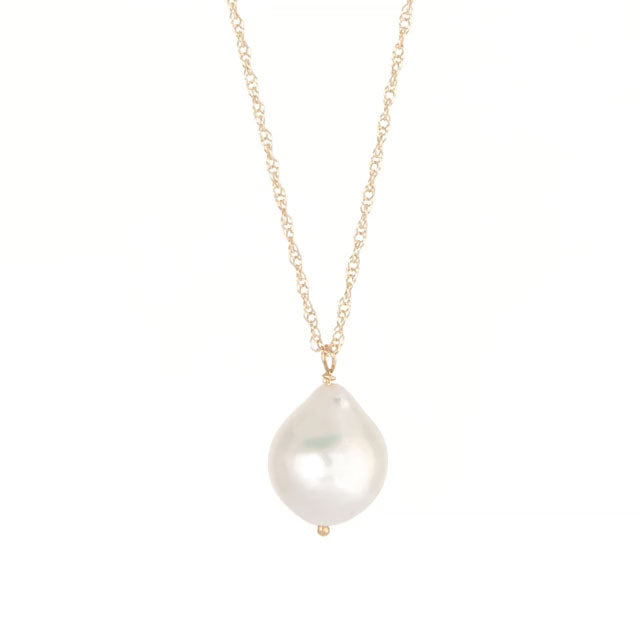 image-https://cdn.shopify.com/s/files/1/1090/1794/files/Chupi_Solid_Gold_Teardrop_Pearl_Necklace.mp4?2773