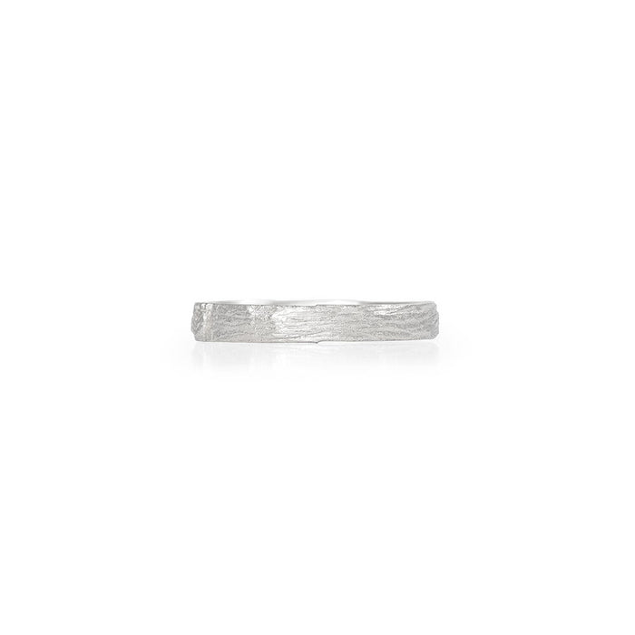 On-body shot of Chupi - Hawthorn Bark Tiny Band - Solid White Gold