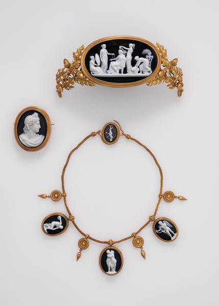 Cameo tiara depicting Nausicaa with her companions lavishing their attention on the princess, fixing her hair, bringing her jewelry, and reflecting her beauty in a mirror. Luigi Saulini, Mid-19th century