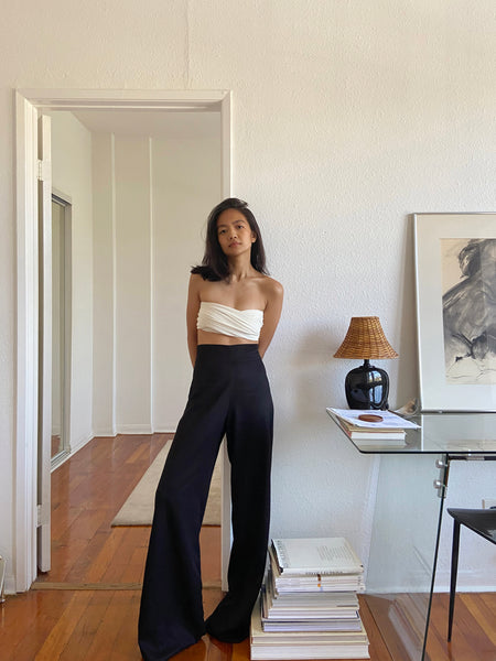 "Patricia wears the <a href=""https://shainamote.com/products/loreto-trouser?_pos=1&_sid=3d93f1c07&_ss=r"">Loreto Trouser</a> in Onyx"