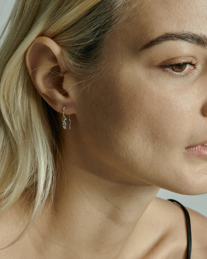 Single Gaia Wire Earring Silver | Sarah & Sebastian onBody