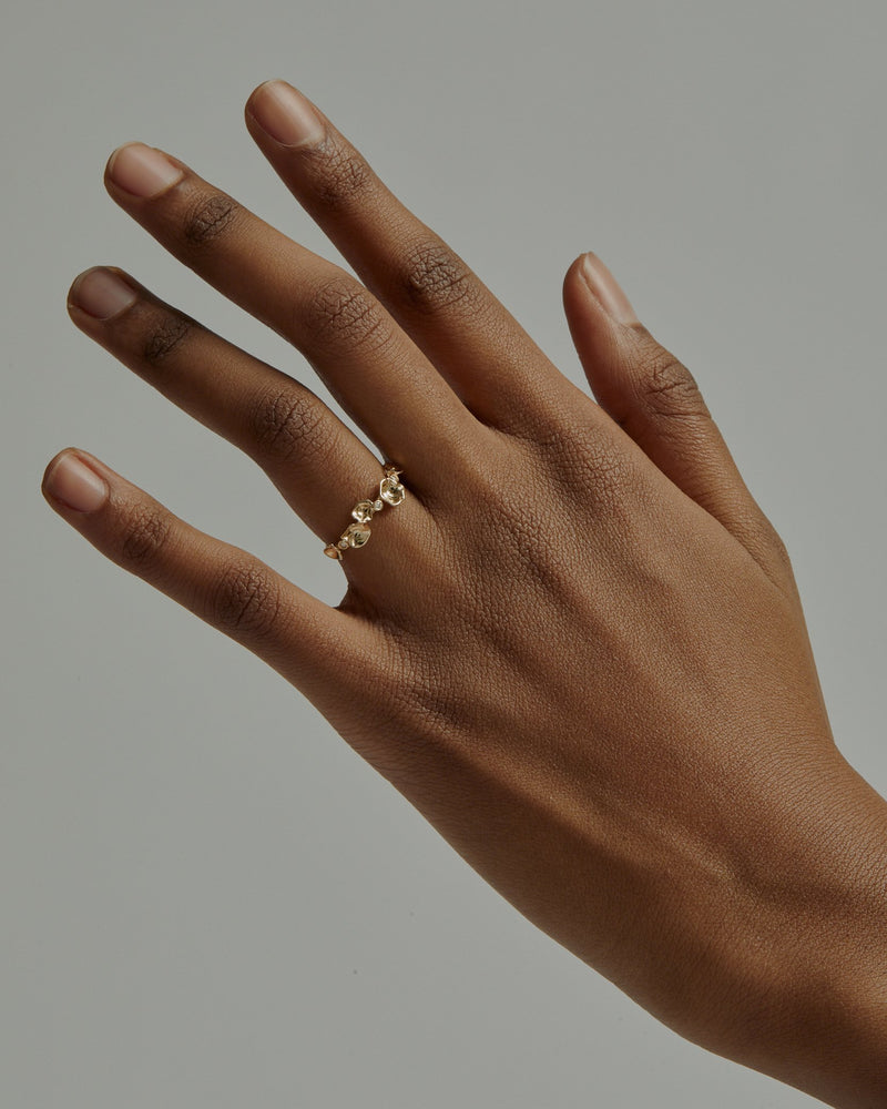 Oyster Bed Diamond Ring Gold | Sarah & Sebastian onBody
