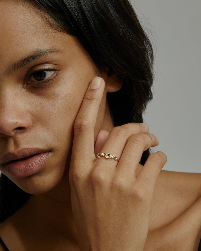 Oyster Bed Ring Gold | Sarah & Sebastian onBody