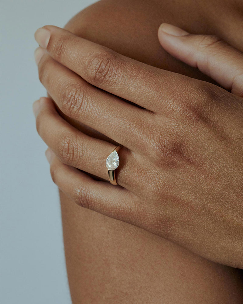 Suspense Pear Diamond Ring Gold | Sarah & Sebastian onBody