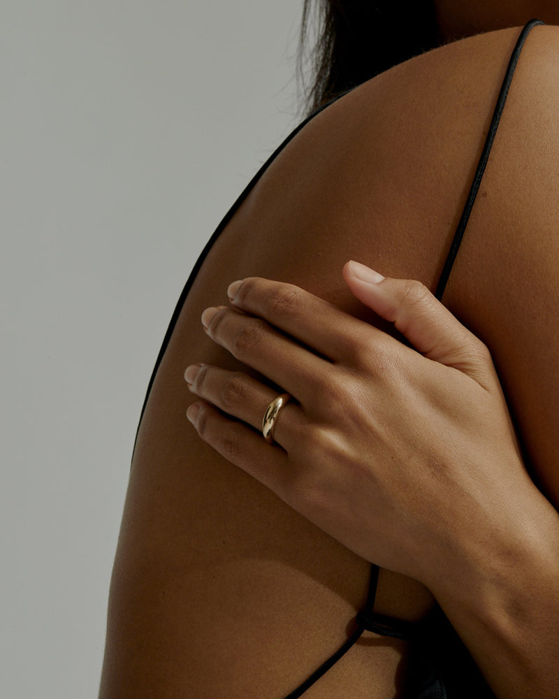 Statement Volume Ring Gold | Sarah & Sebastian onBody