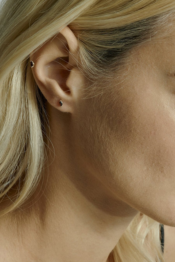 Winedark Cartilage Earring Gold | Sarah & Sebastian onBody