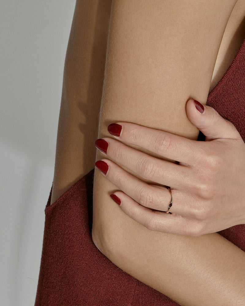 Winedark Form Ring Gold | Sarah & Sebastian onBody