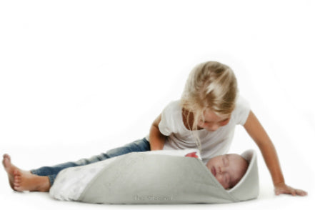 The sleeper: portable baby bassinet. Soft and light-weight. Ideal for travel.