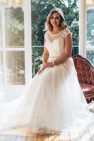 Classic Tulle Plus Size Beaded Wedding Dresses Lace Applique A-Line Bridal Dress OKW28