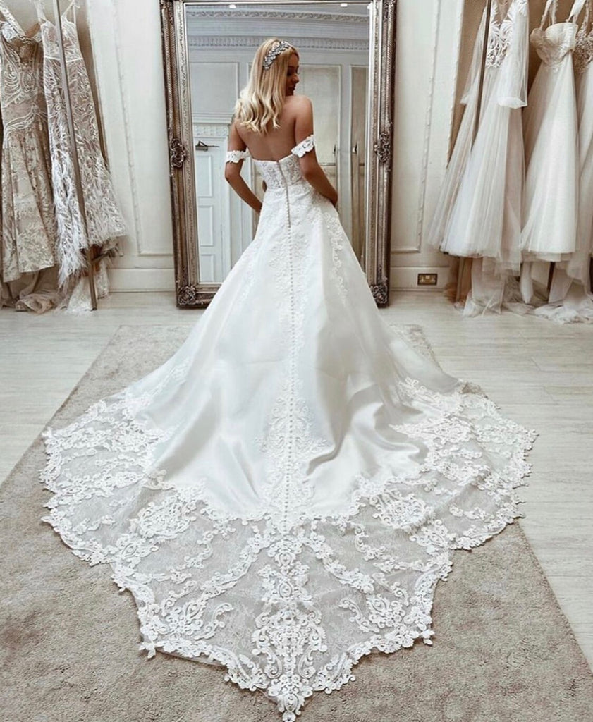 A-Line Sweetheart Off Shoulder Lace Appliques Elegant Bride Gown OKV39