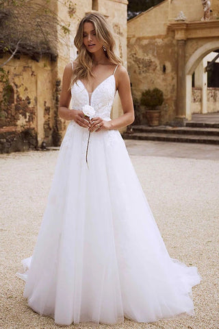 Bohemian Wedding Dresses Beach With Lace Appliques Spaghetti Strap Wedding Gowns OKW93