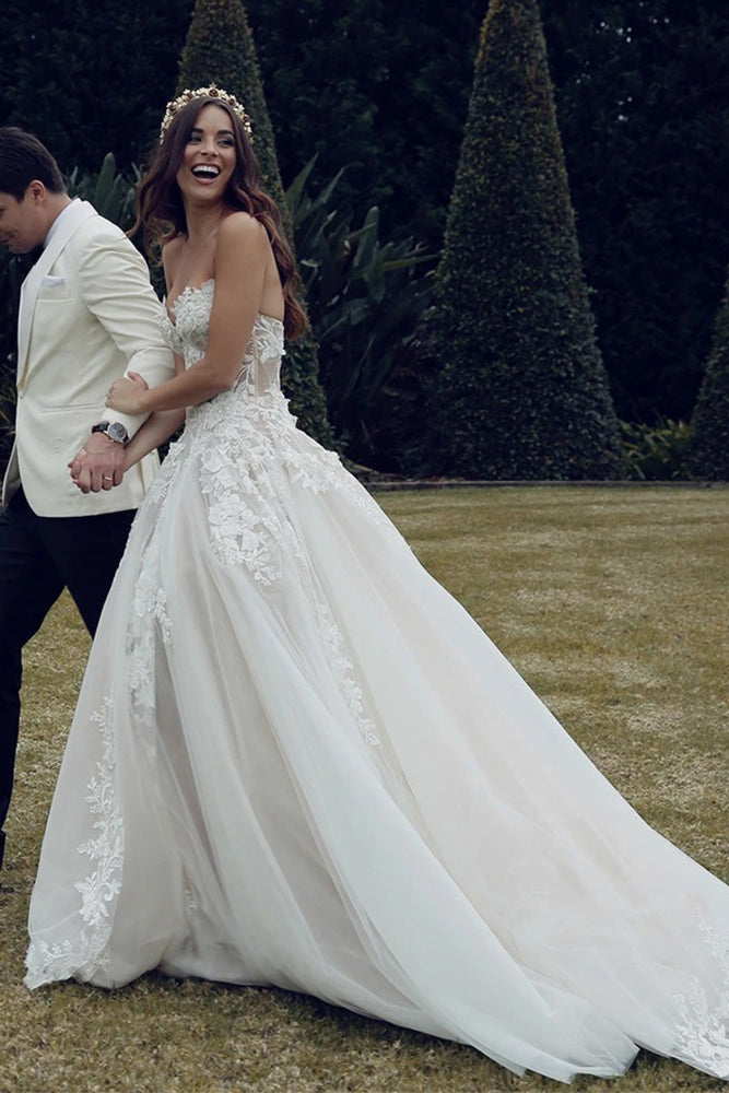 Sweetheart Tulle A Line Appliques Wedding Dresses with Lace,Beach Wedding Gown OKU39