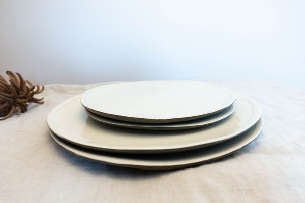 Dot flat dinnerware