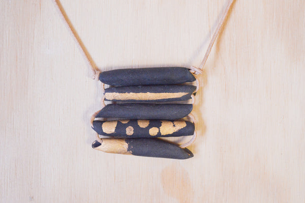 Woven necklace short black and gold