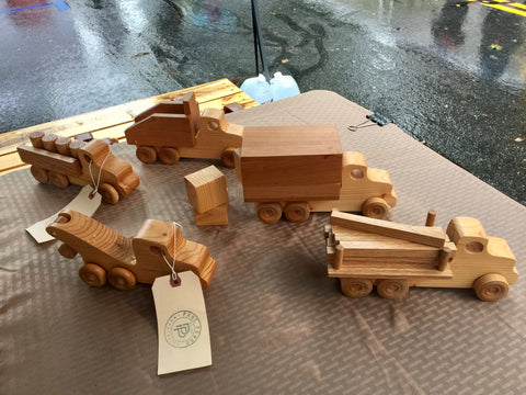 Wooden Toy Truck Set // The Pane Perso Work Fleet // la flotta lavoro