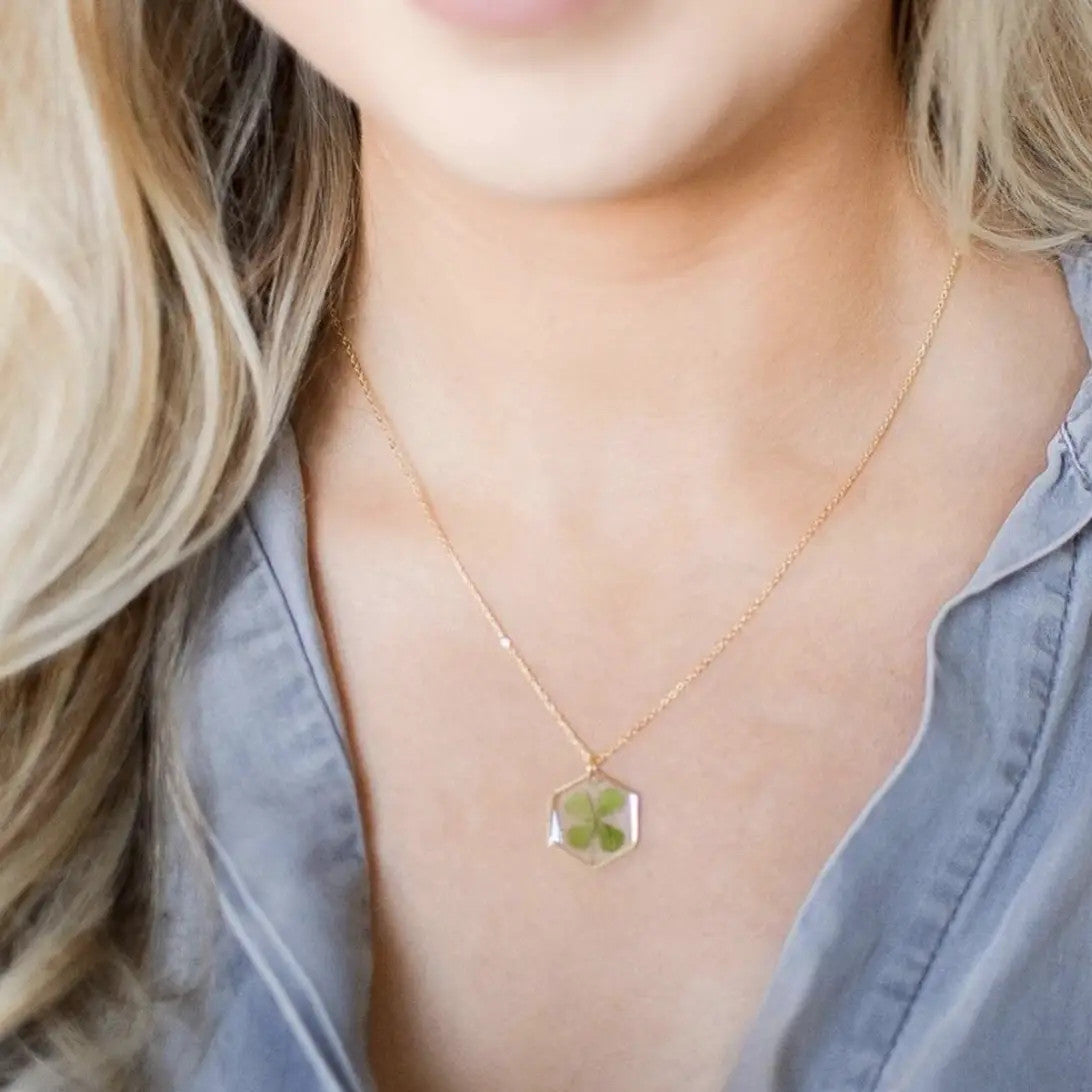 Four Leaf Clover Pressed Real Flower Necklace.Green.Lucky.Botanical.Floral.Gold.Dried Flower.Chain.Bridal.Good Luck.Travel.Gift.Handmade.