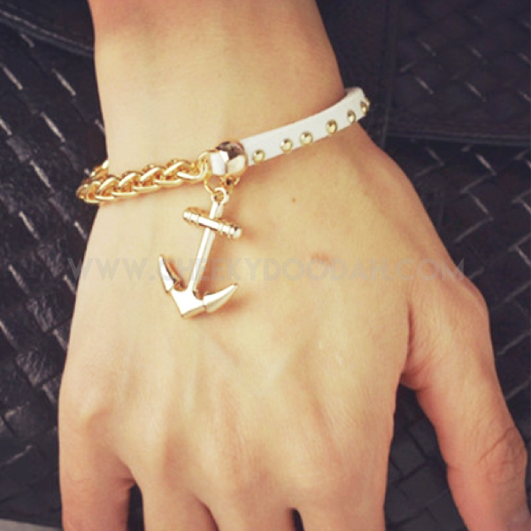 CheekyDoodah Anchor Chain Bracelet in White Faux Leather & Gold chain