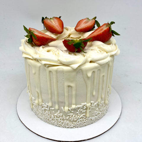 Strawberries 'n' Cream Amycake (7 days notice required)