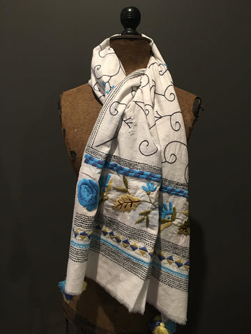 Handwoven kantha scarf with flower motifs