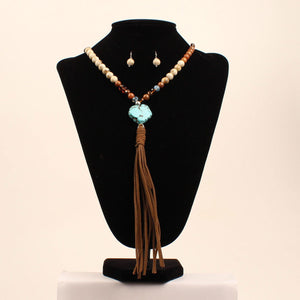 Ladies Multi-colored bead Necklace w/Turquoise & Leather