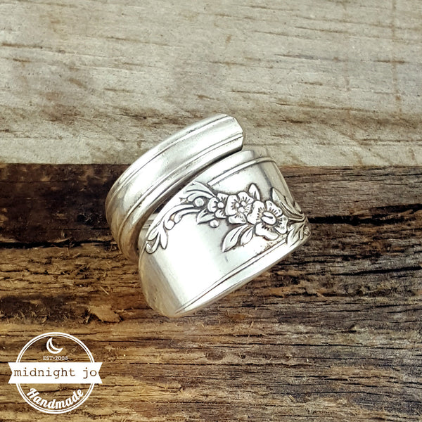 queen bess ii wrapped spoon ring