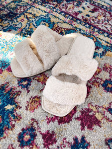 FUZZY FEELING FAUX FUR SLIPPERS