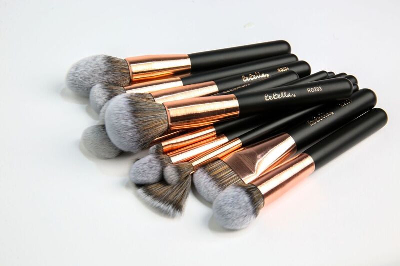 RG210  Pointed Tapered Brush