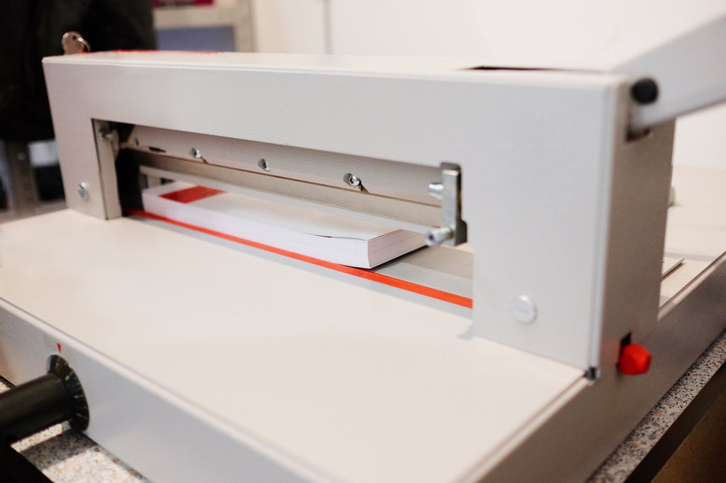 What Features Should You Look for in a Paper Guillotine Cutter?