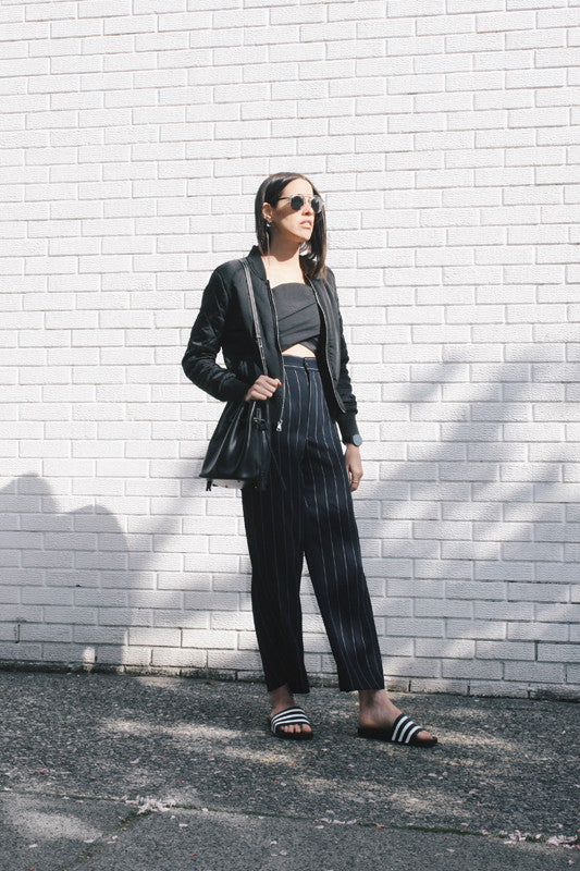 WEEKEND VIBE: WIDE LEG PANTS & ADILETTES by @melissa.araujo