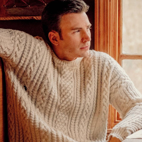 Chris Evans aran (photo: https://www.intheknow.com/2019/12/23/get-the-look-sales-of-chris-evans-viral-knives-out-sweater-are-up-150/)