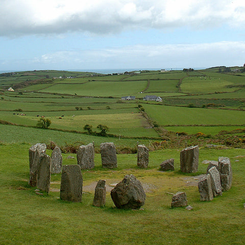Drombeg stone circle (Photo: Keith Ewing https://www.flickr.com/photos/kewing/14362393625/in/photolist-nTa2fi-bVSuC4-cdf5KS-cdeTtw-cdfdgA-bVSLXX-cdf8nC-bVSFGp-BNcCLW-Wx2UGt-aksnBD-bVSCon-iGm9K-nUWtna-Wh44f5-27CKSqs-V6n7Ap-VfLufL-3MpAm6-oC68d4-Wh4cq3-2Sh2ca-4U6Aro-cdfdWG-CBviH7-8367Uq-oUA9aX-nnCuY5-5eawsh-4rBFMX-vk1Zkm-35uU5o-vnFiX8-Wx3kPc-oz2Dqs-Virzun-4rALJ6-4gZ9Wo-Wx36PZ-ziUx7j-4rFLYQ-Wx3giD-Wh4csN-wD213k-vk1QRh-vmMFS5-4yDfGQ-3MpAyD-vmNzJ1-v5S3Xg)