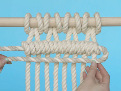 How do you tie a Horizontal Double Half Hitch?