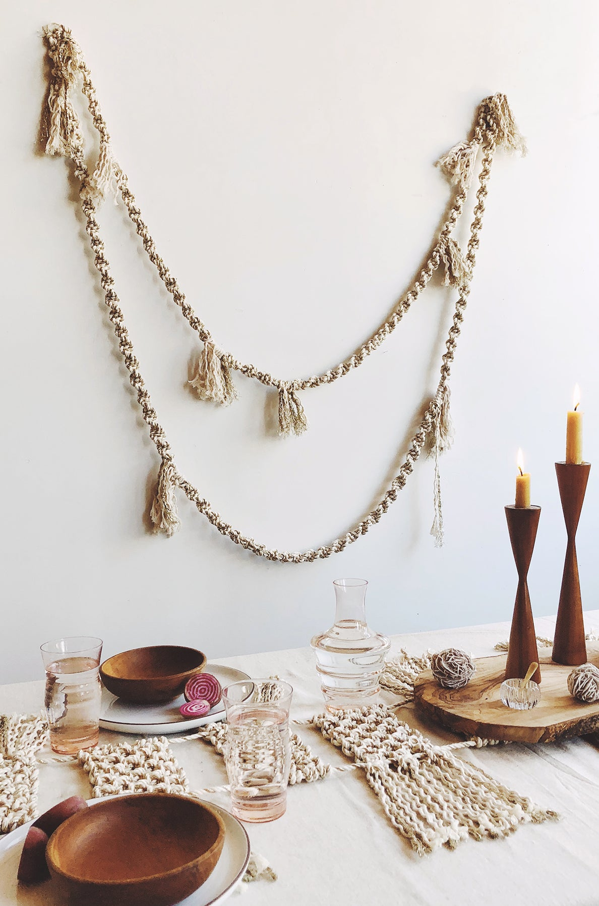 DIY Macramé Pattern for a 16' winter garland made with Modern Macramé natural cotton and metallic gold rope.