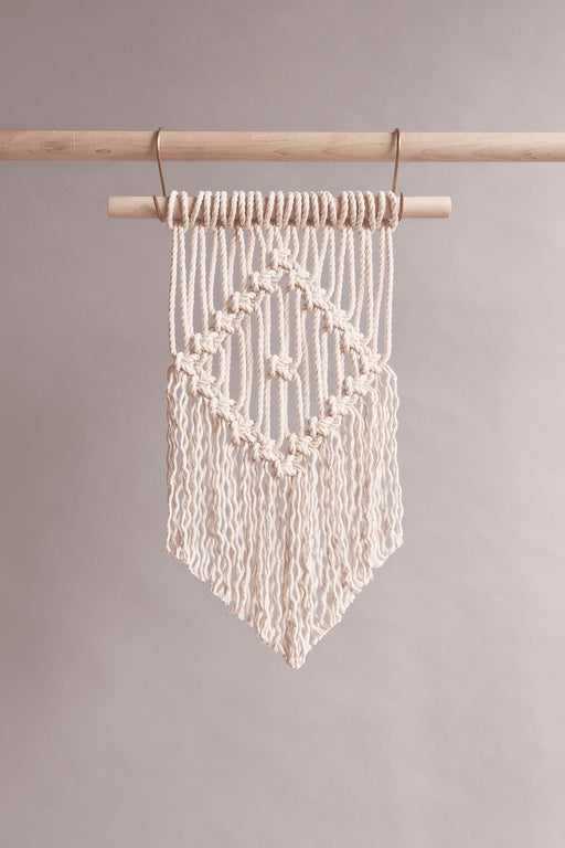 Macrame beginner 101 wall hanging pattern.