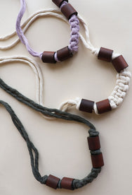Free macrame pattern : Lucky U Necklace